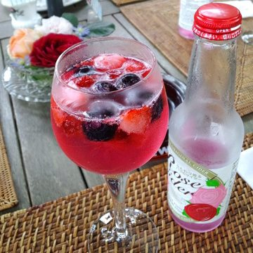 Rose_cider_with_frozenfruits