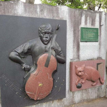 Gauche_the_cellist_2